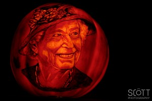 Queen Elizabeth Pumpkin Carving - Jack-O-Lantern Spectacular - Roger Williams Park Zoo - 2014